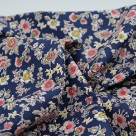 Tissu twill de coton organique imprimé fleuri bleu marine