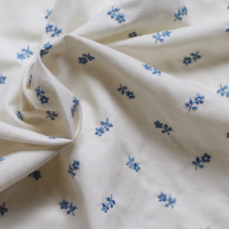 Tissu coton organique broderies fleurs bleu
