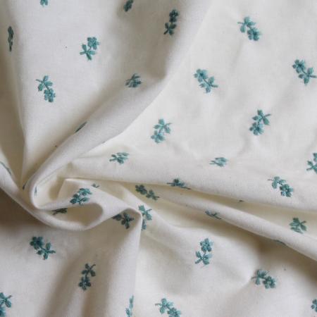 Tissu coton organique broderies fleurs vert