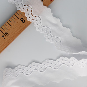 Galon coton broderie anglaise brodé 40mm x 1m