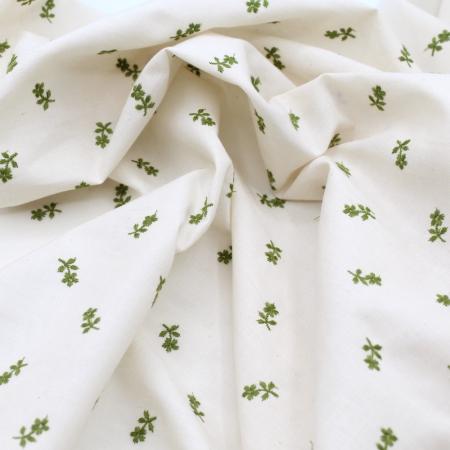 Tissu coton organique broderies fleurs vert olive