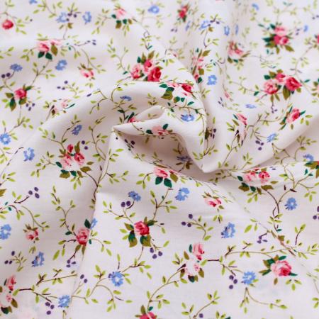Coton popeline imprimé petites fleurs fond rosé